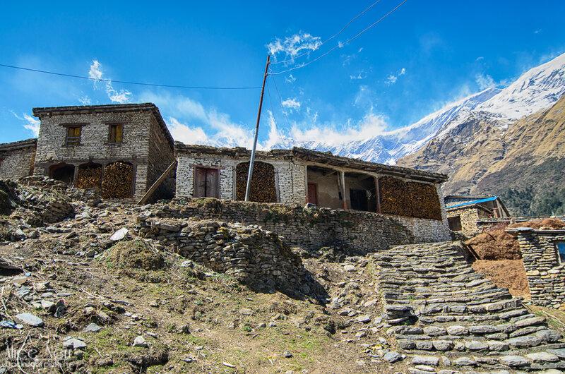 архитектура в гималаях, непальская деревня, непал