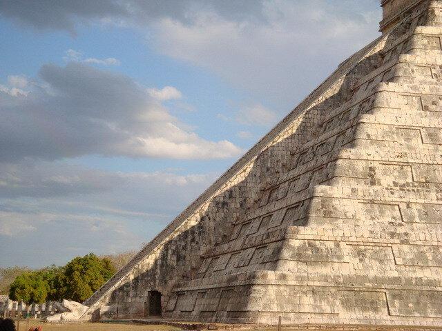 Картинки по запросу пирамида кукулькана змей