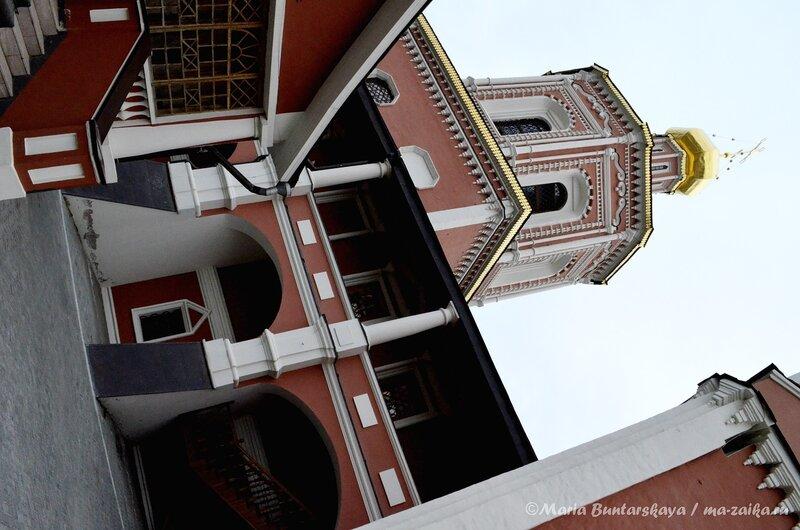 Скверик, Свято-Троицкий собор, Саратов, 27 апреля 2013 года