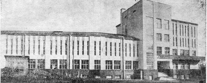 Вновь отстроенный дом почты и телеграфа в Брянске.
