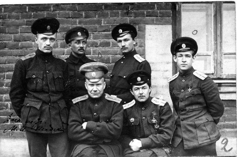 Групповой портрет военных летчиков. 1918.jpg