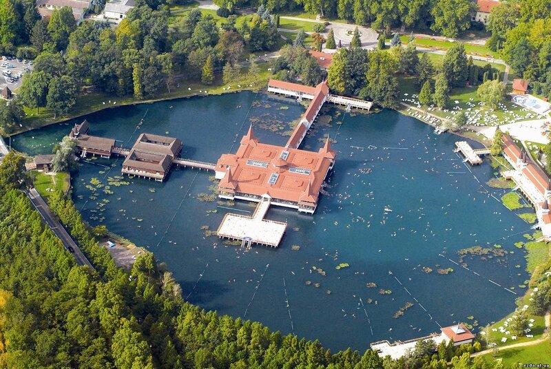 Знаменитое озеро Хевиз (Венгрия)