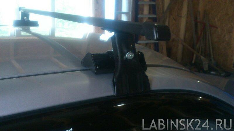 Крепление автобагажника у передней двери