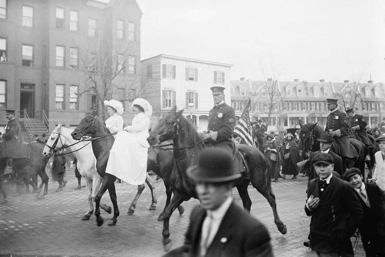 Участники парада прибывают в Вашингтон, 1913 год