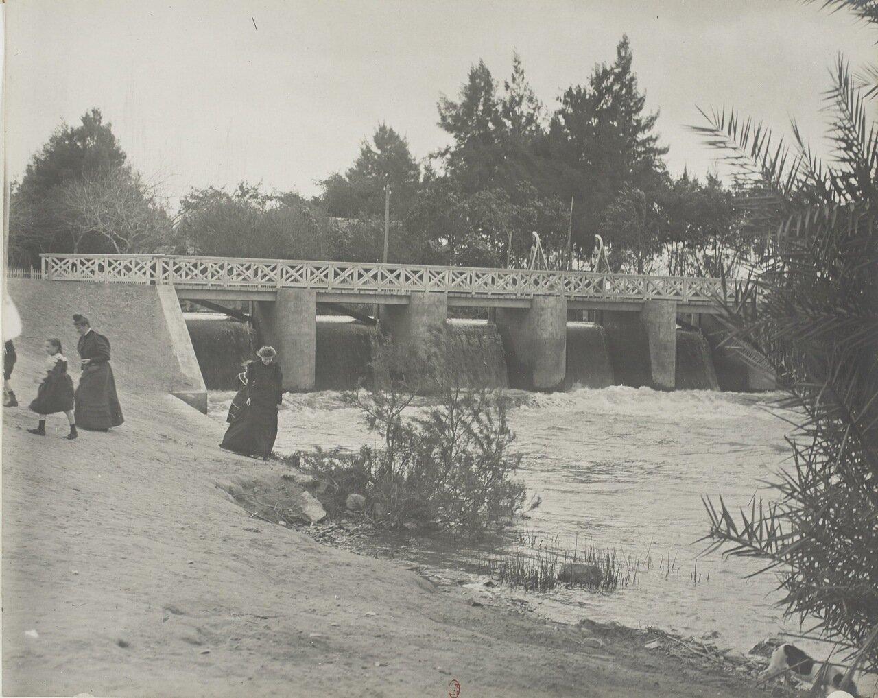 Водосливная плотина в Кантаре