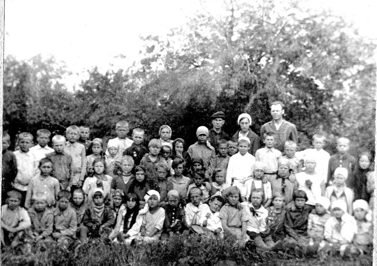 ДОЛОЙ НЕГРАМОТНОСТЬ! Сельская школа в деревне Пылковка 1932 год.