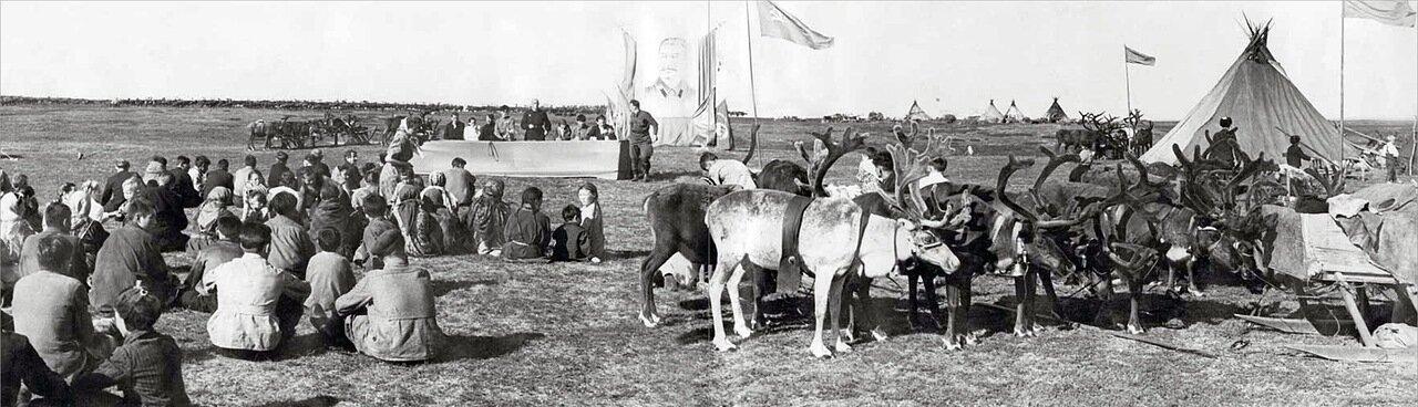 1937. Панорама торжественного собрания бригады. Ненецкий округ