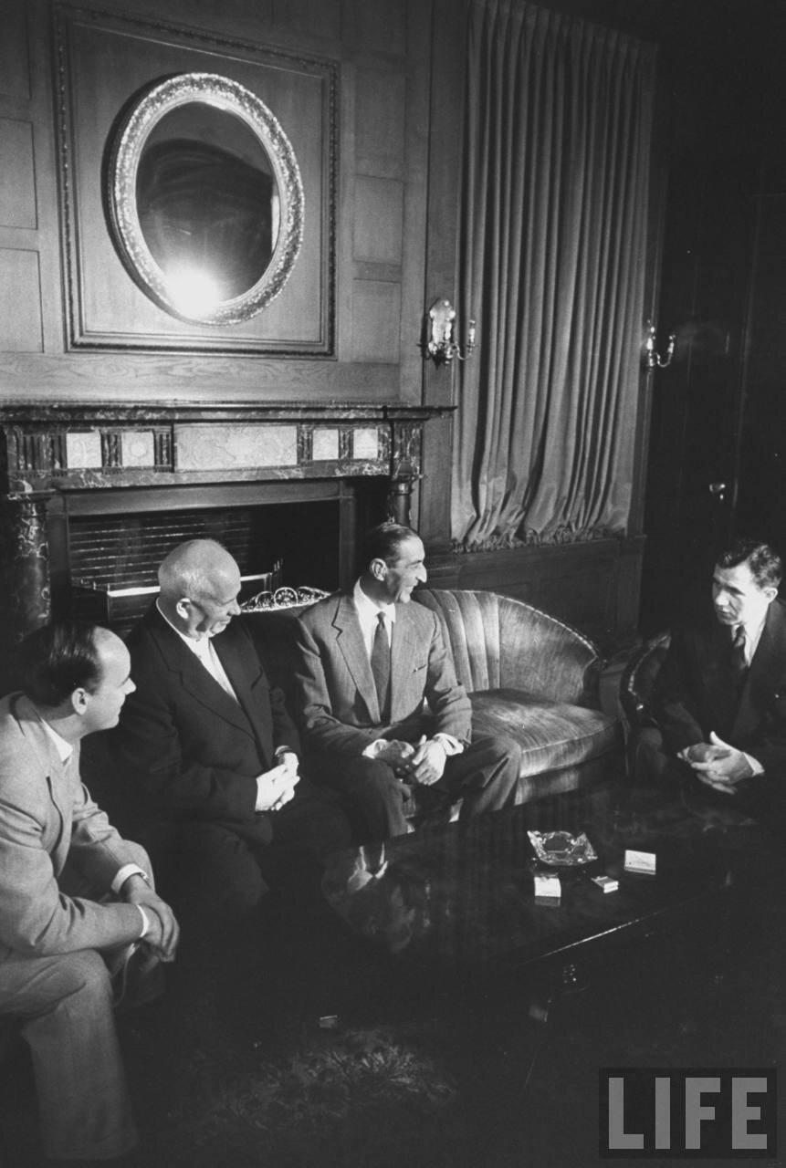 Никита Сергеевич Хрущев  и афганский Мухаммед Наим-хан во время сессии Генеральной Ассамблеи Организации Объединенных Наций
