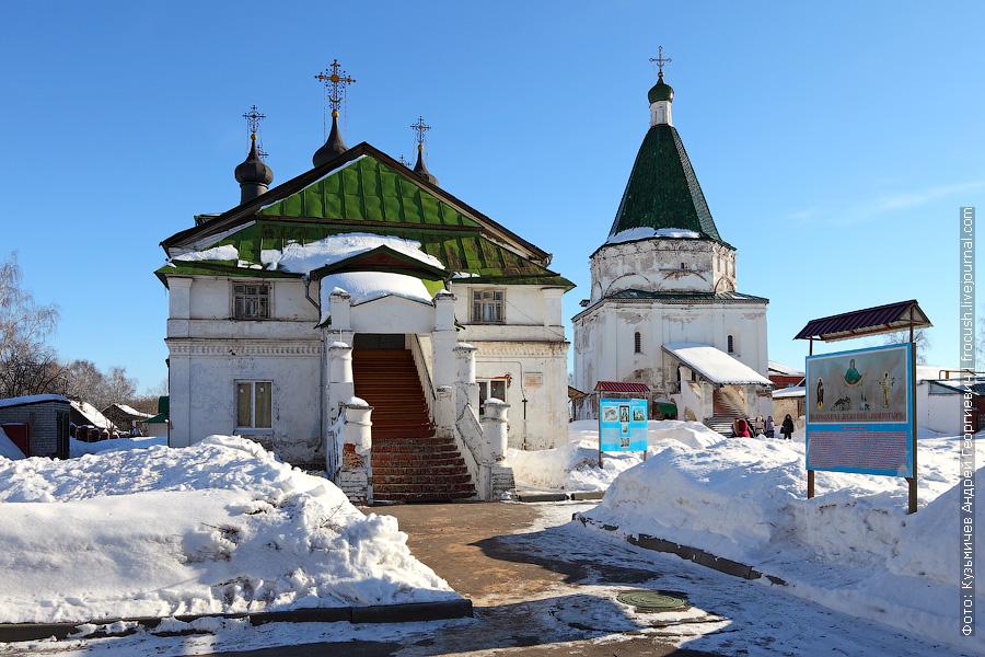 Балахна, Слева Церковь Покрова Пресвятой Богородицы, справа Церковь Николая Чудотворца