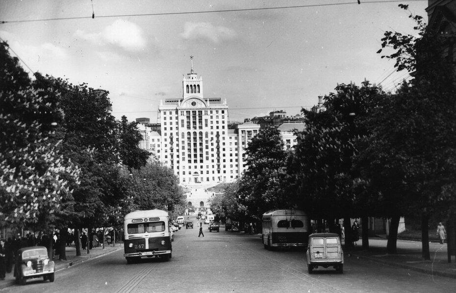 1955.05.19. Улица Ленина (ныне улица Богдана Хмельницкого). Фото: Сычев В.