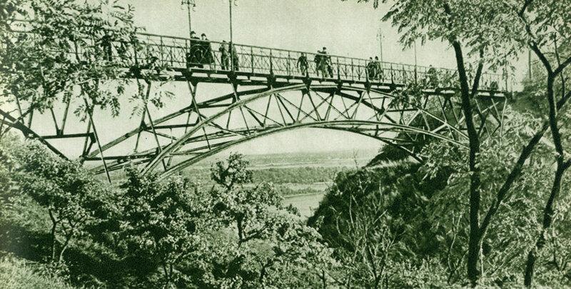 Міст над Петровською алеєю.
