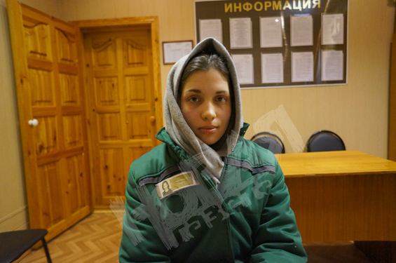 Фото девушки в тюрьме