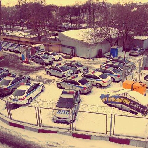 Зимовка полицейских машин
