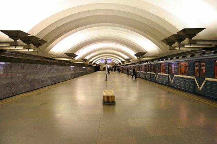 в петербургском метро произошла массовая драка