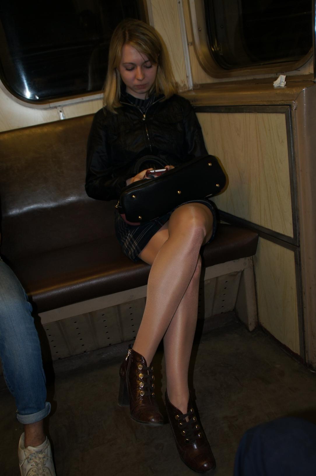 Фотографии женщин в метро почему
