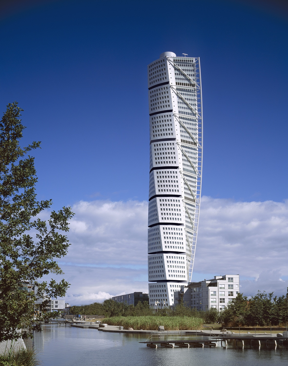 Architect: Santiago Calatrava, Zurich (Switzerland) Project: Turning Torso, office + apartment building, Malmoe (Sweden)