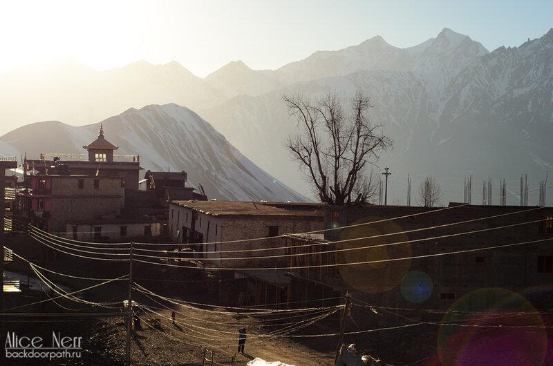 Муктинатх на закате, гималаи, непал