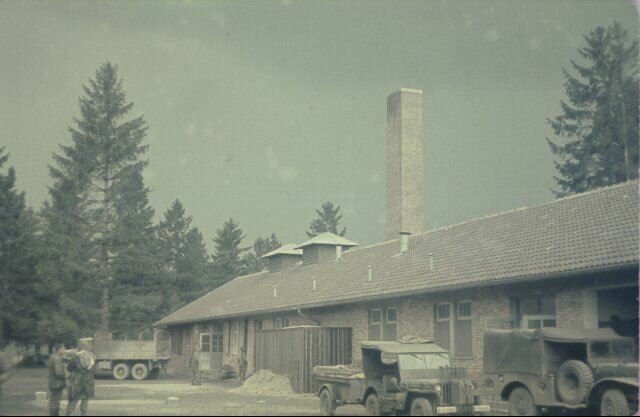Цветные фотографии из освобождённого Дахау. Май 1945 г