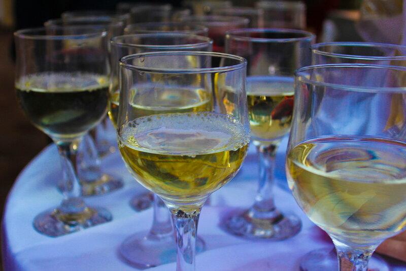 "Производство белого полусладкого вина типа  ""Мускат "" в Анапе.  1/1."