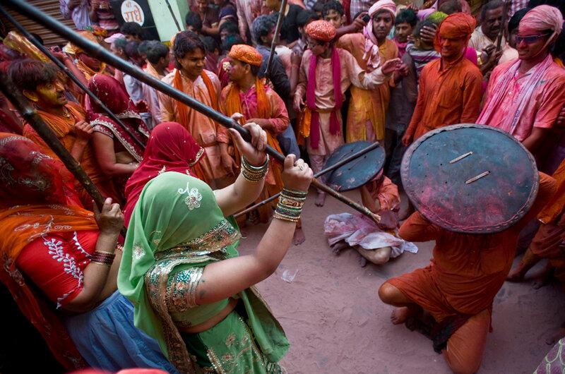 (3)INDIA-MATHURA-SOCIEDAD-FESTIVAL