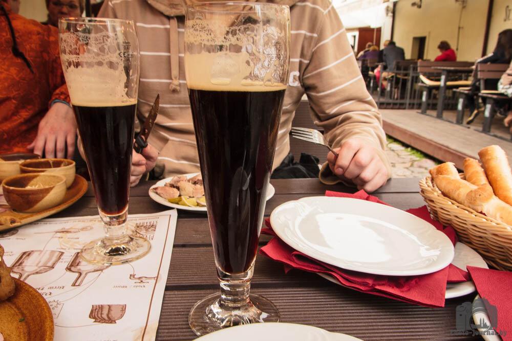 Темное пиво в пивоварне Страгов
