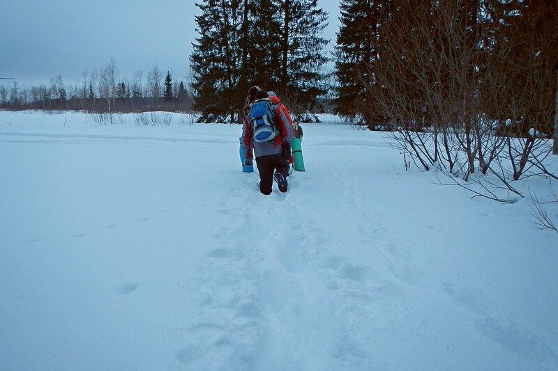 Снег по колено по дороге от заячьей полянки