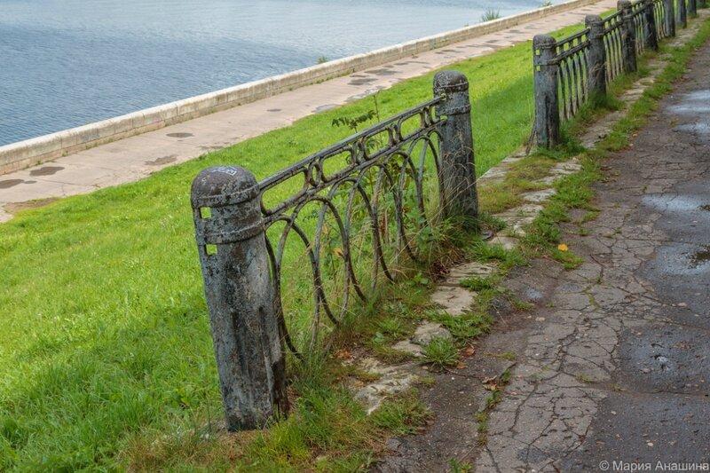 Покосившаяся ограда