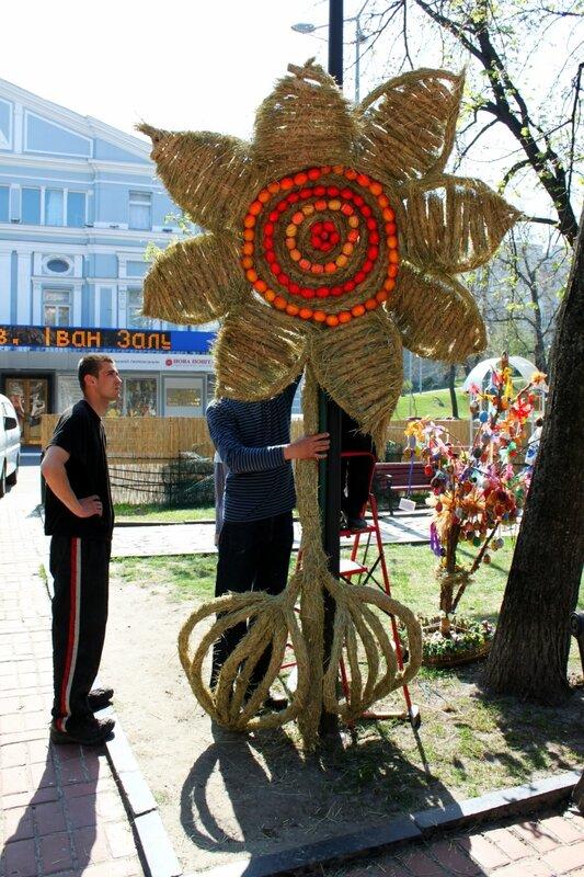 Подготовка к фестивалю Писанковый рай 2013