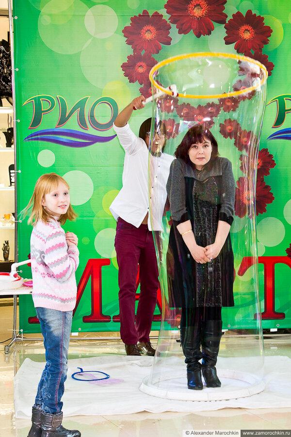 Гигантские мыльные пузыри в ТРЦ РИО. Саранск, 8.03.2013