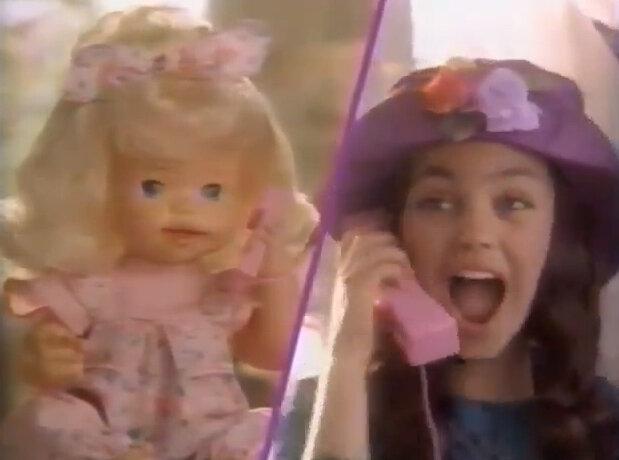 Мила Кунис в стремной рекламе куклы 1994 года