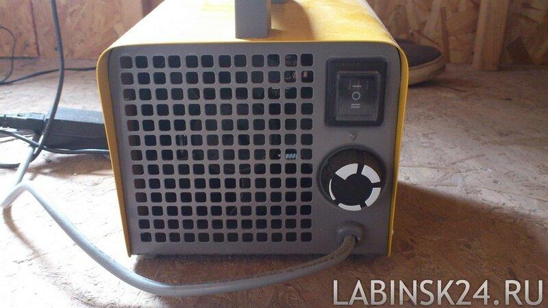 Обзор и тестирование электрической тепловой пушки Ballu BKX-3 - вид сзади