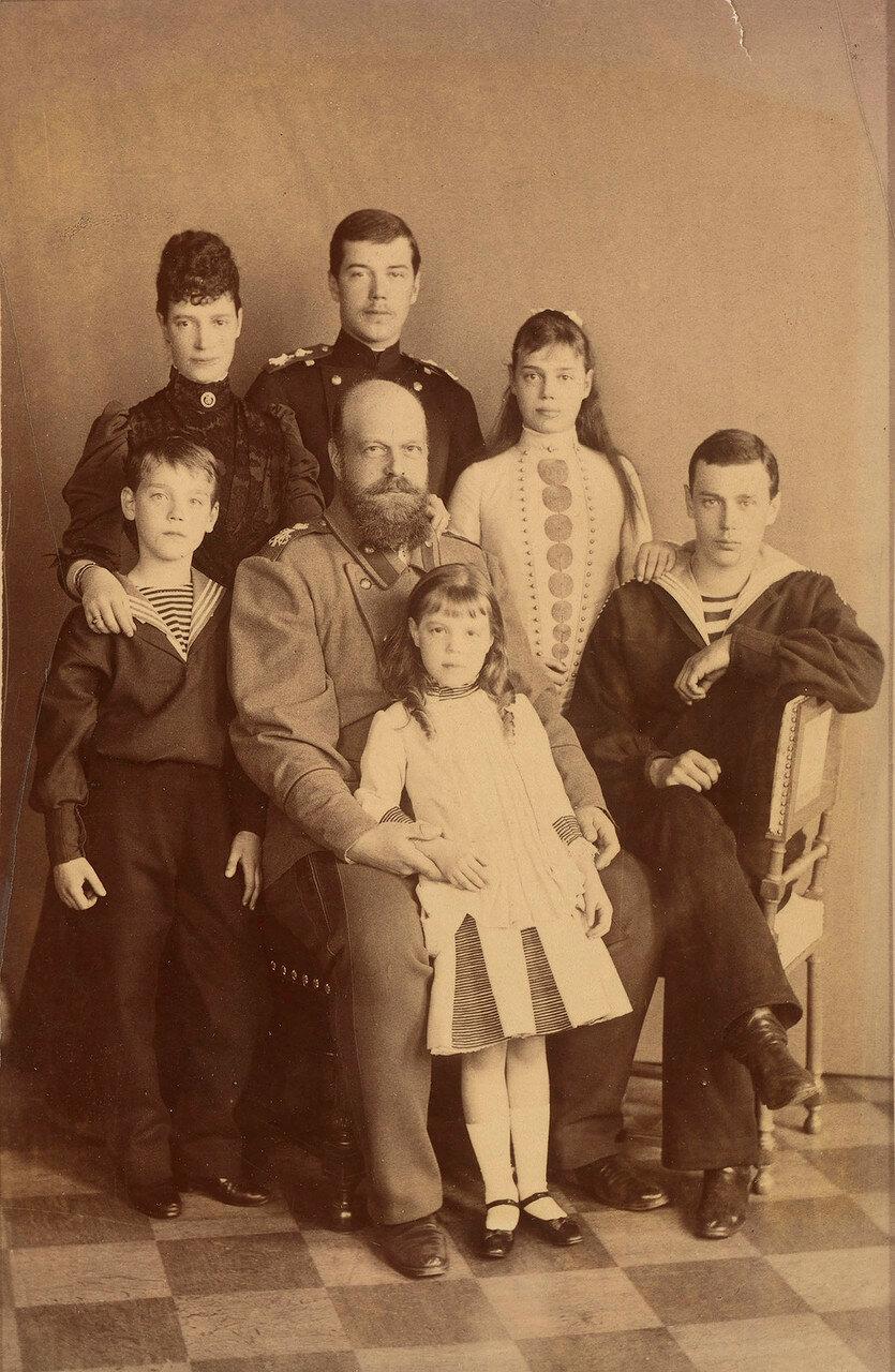 1889. Александр III и Мария Федоровна со своими детьми