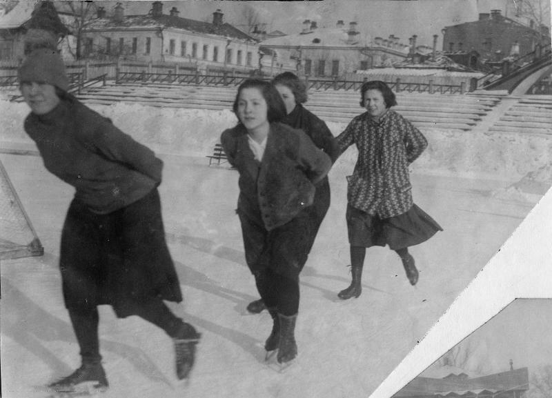 1923-1929. Хамовники На фото работницы завода Каучук