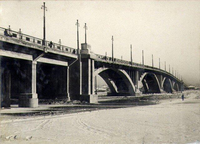 Вид с левого берега на речную часть моста. Декабрь 1936г.