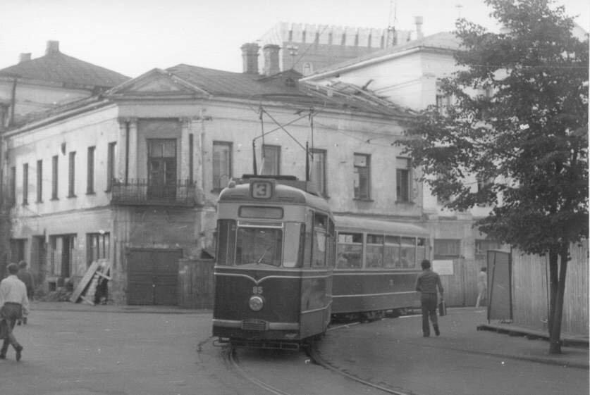 1975 год. Трамваи ГОТА на Московском проспекте и в Торговом переулке.