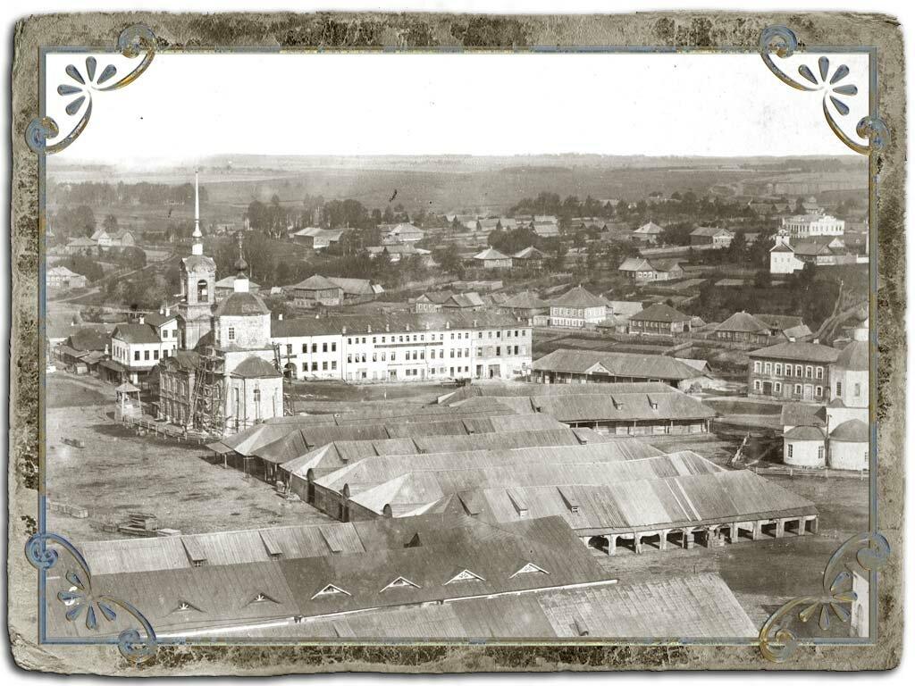 Вид с колокольни Воскресенского собора на торговую площадь и храм Рождества Христова что на четырех улицах (Спасская церковь), 1880 год.