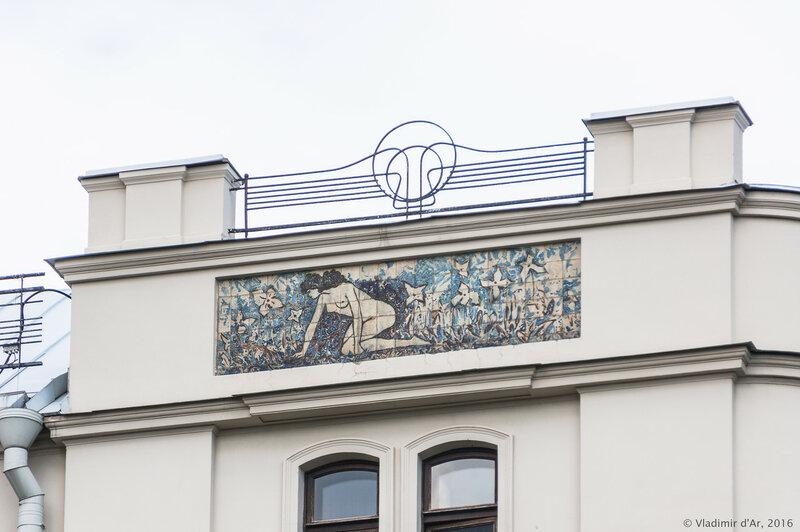 Майоликовое панно «Полдень» на дальнем западном фасаде гостиницы «Метрополь». А.Я. Головин.