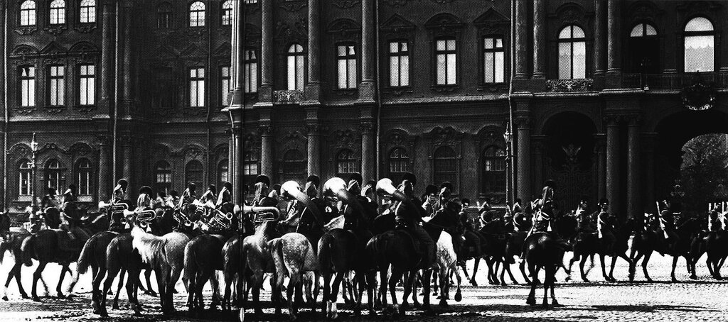 Leib-Guard Grenadier Cavalry Regiment at the Winter Palace, 1910.