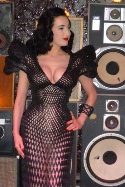 Откровенное платье, напечатанное на 3D-принтере