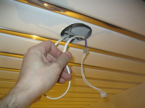 Вызов электрика аварийной службы в квартиру с целью диагностики неисправностей розеточной группы кухни и освещения ванной