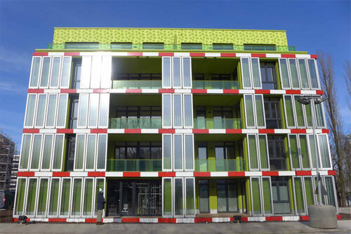 Биореактор на фасаде жилого дома