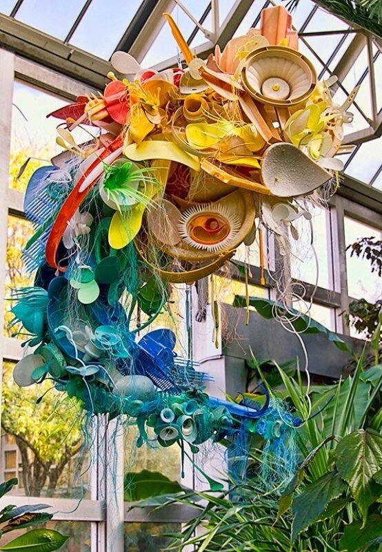 Пластиковый креатив от Авроры Робсон