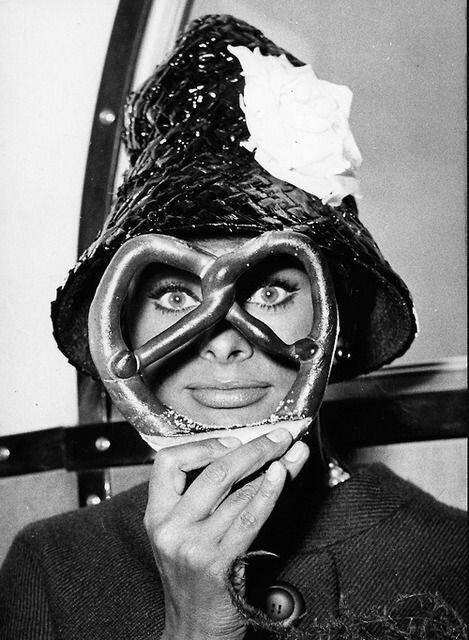 Sophia Loren and a pretzel