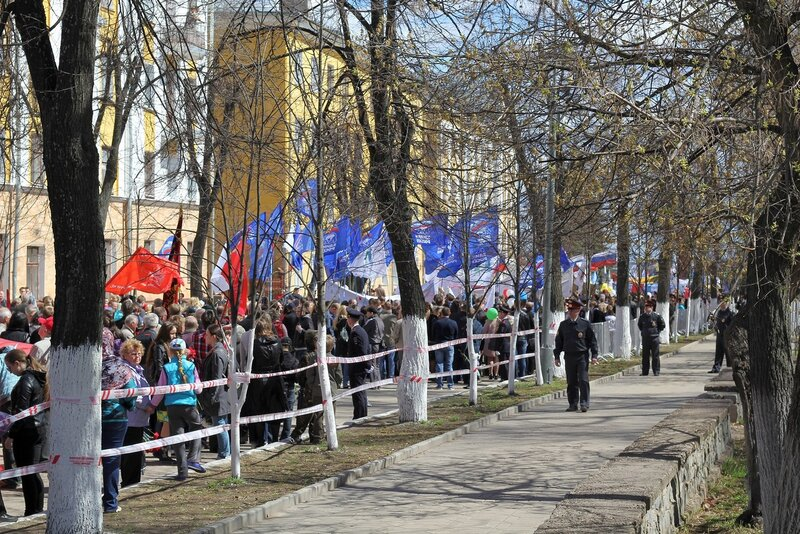Колонны демонстрации в сторону Вечного огня
