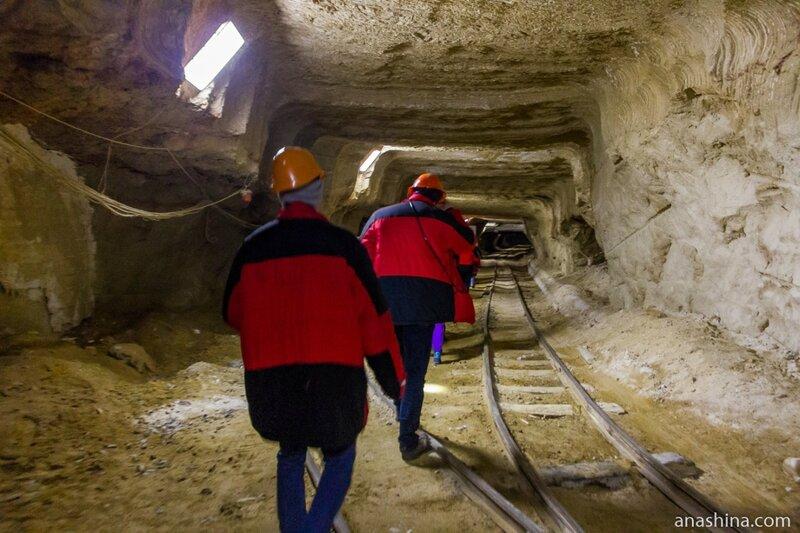 В стволе шахты, Пешелань