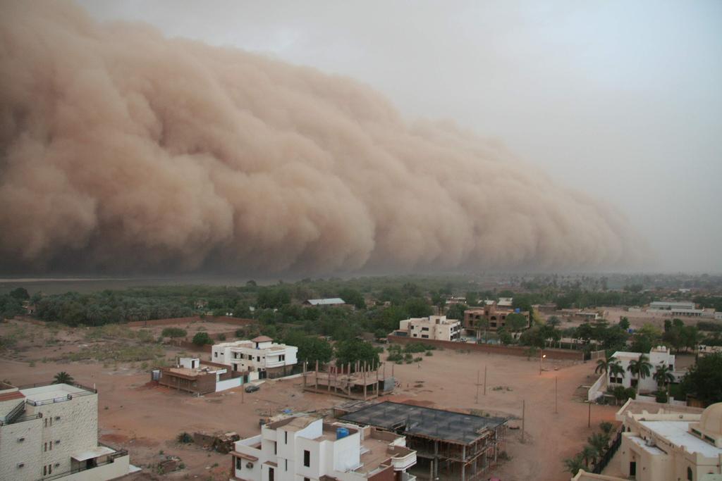صور مدهشة لعاصفة رملية اجتاجت المحيط الهندي 0_9d490_c80abb6_orig