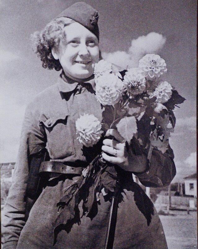 Фронтовой букет. ЮГО-ЗАПАДНЫЙ ФРОНТ. МАЙ 1942 Г.