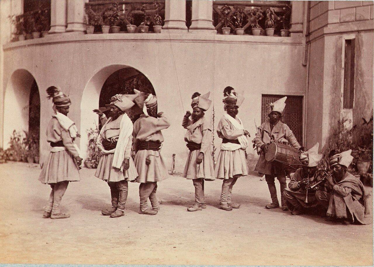 179. Группа танцующих