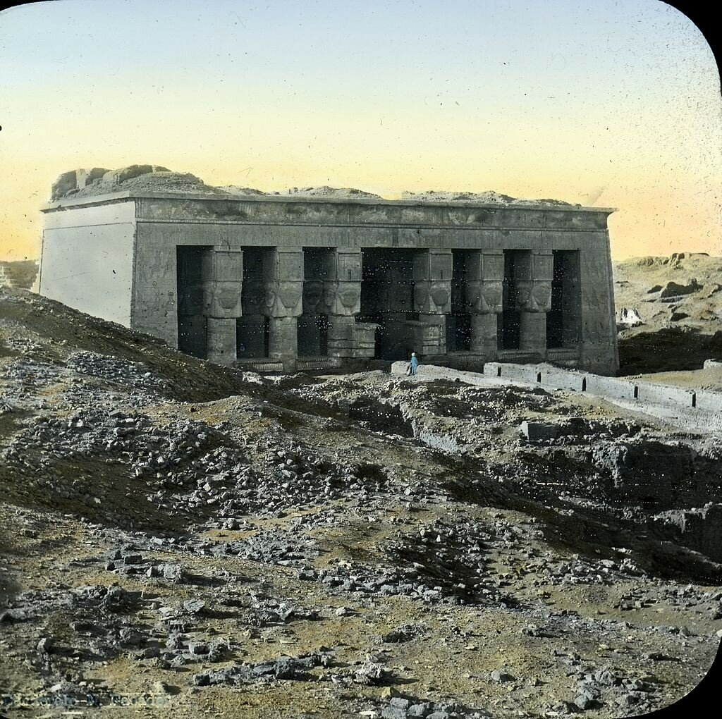1923. Храм Хатхор. Фасад