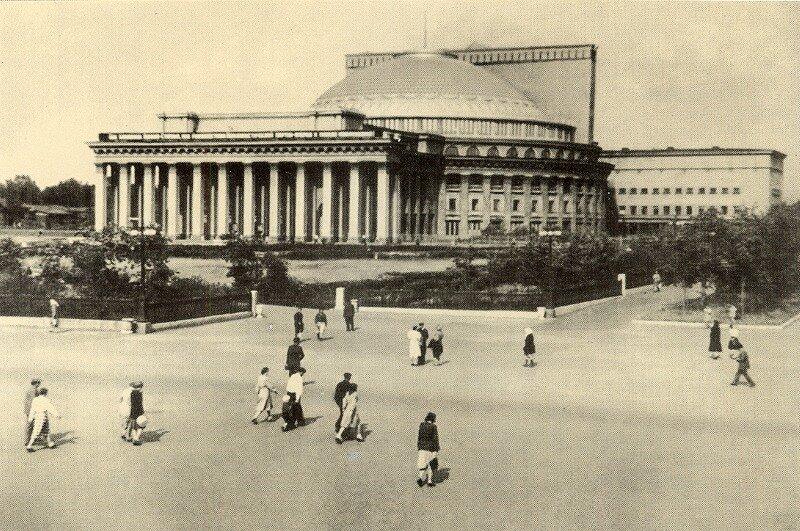 Красный проспект, 36 (1950-е)